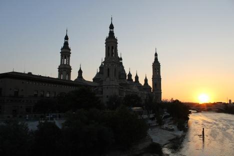 Vista de la catedral desde el Ebro.