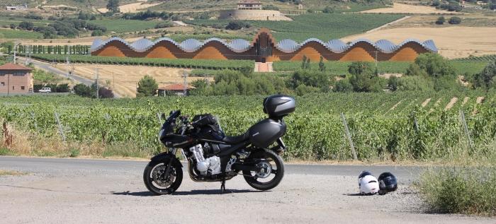 Nuestra moto Suzuki Bandit en la Rioja