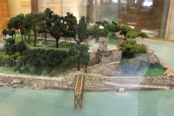 Maqueta de la Isla de Santa Cruz y el Castillo . Piedra y Castillo parecen uno solo.